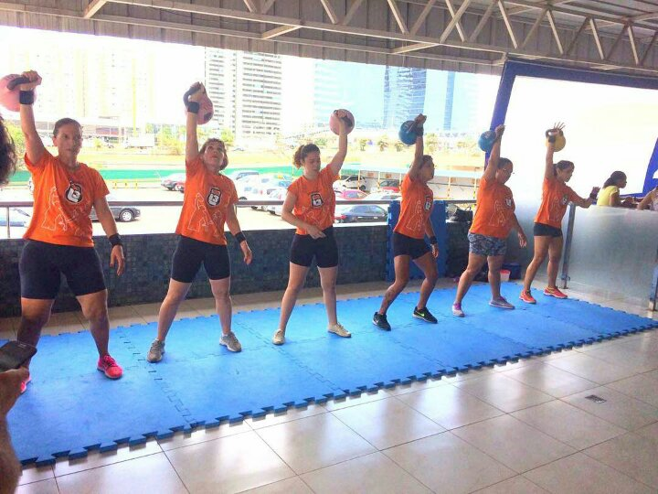 Equipe feminina de kettlebell sport da L3 training.