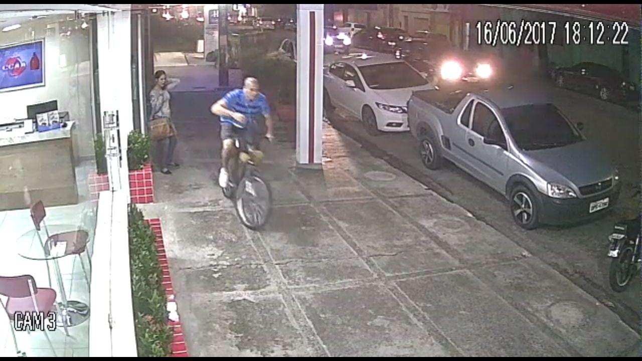 Imagem extraída do vídeo que mostra ação do bandido.