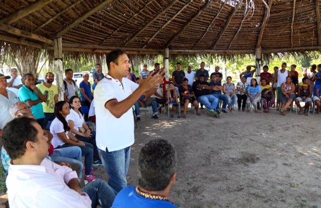 O prefeito Mário Alexandre visitou a localidade para acompanhar de perto as ações. Imagem: Clodoaldo Ribeiro.