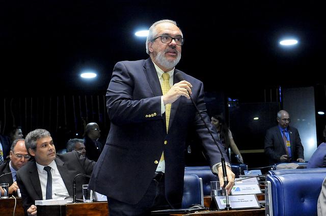 Senador Roberto Muniz é autor da proposta. Imagem: Waldemir Barreto/Agência Senado.
