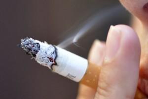 Hábito do cigarro aumenta o risco de doenças nos olhos (1)