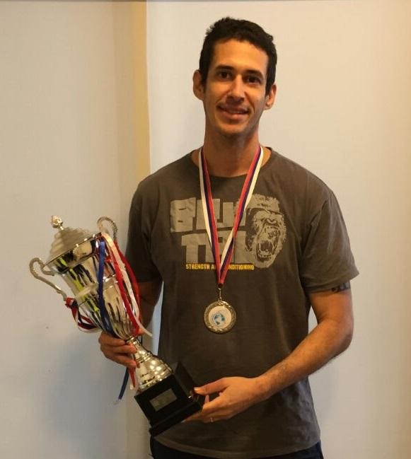 João levou medalha de ouro em prova individual e troféu de segundo colocado na disputa por equipe.