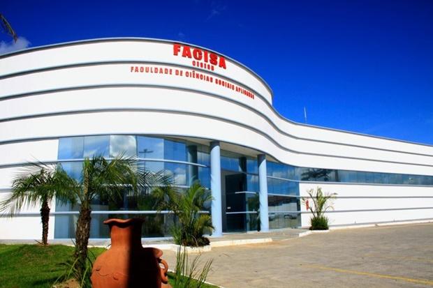 A moderna sede da FACISA em Itamaraju.