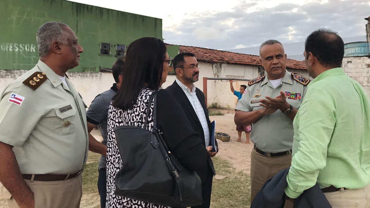 Comandante-geral da PM-BA, Anselmo Brandão, visita terreno cedido pela prefeitura. Imagem: Secom-Ilhéus.