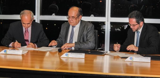 Assinatura de convênio em Brasília.