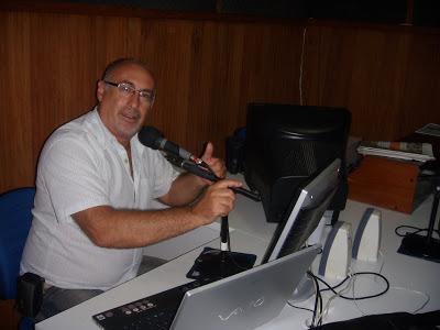 Consultor lança programa em rádio. Imagem: Coluna do Turismo.