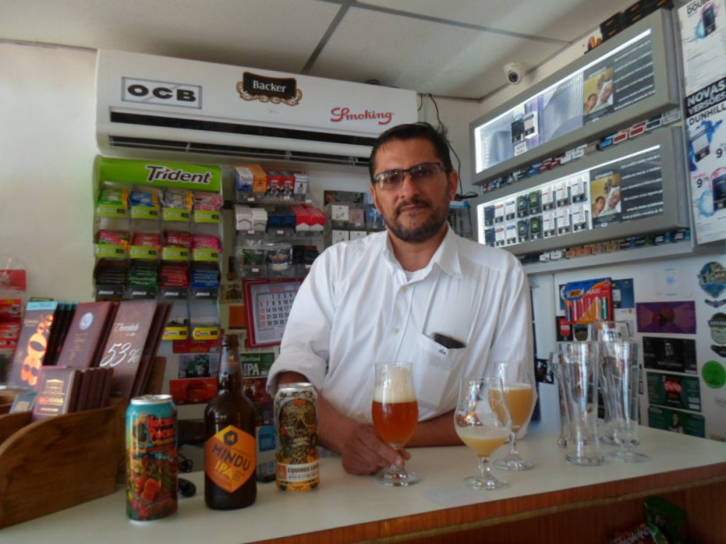 Max Ranieri apostou na venda de cervejas artesanais. Imagem: Thiago Dias/Blog do Gusmão.