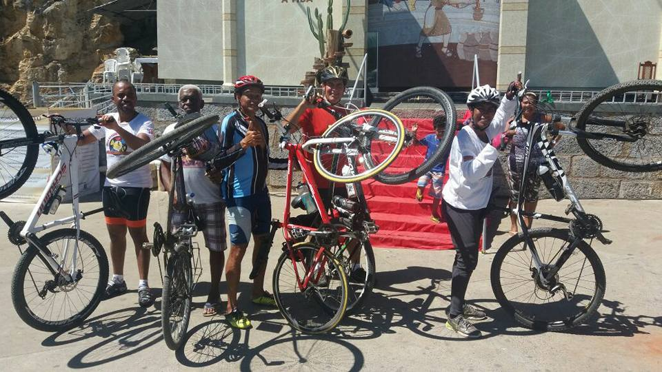 Ciclistas se dividiram em dois grupos para a romaria.