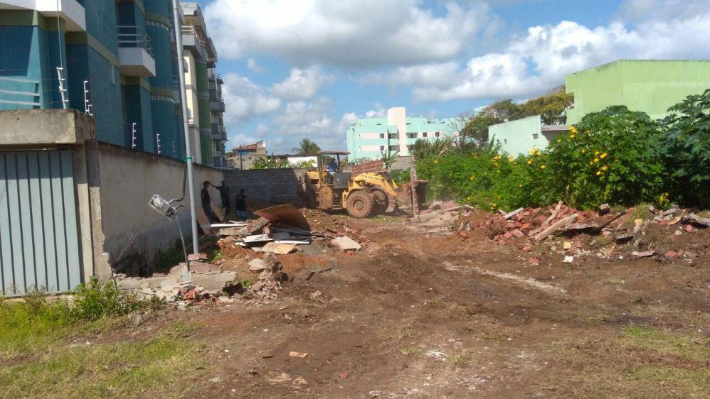 Muro havia sido construído ilegalmente em torno de área pública. Imagem: SEPLANDES.