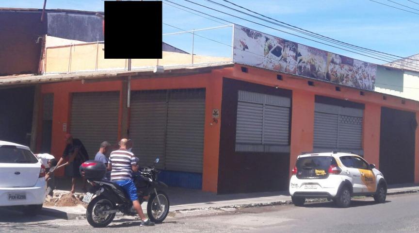 Após denúncia, fiscais flagraram canalização dos efluentes da caixa de gordura na rede pluvial. Imagem: SEPLANDES.