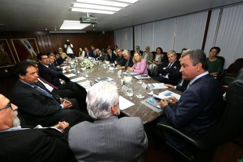 Rui apresenta oportunidade de investimento a embaixadores. Imagem:Pedro Moraes/GOVBA.