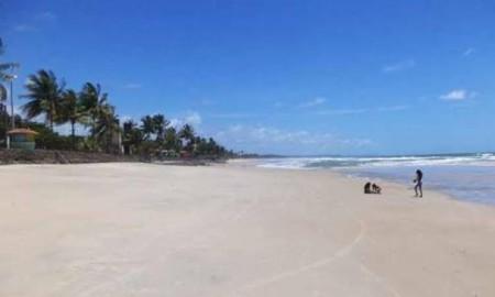 A praia de Barramares foi o primeiro local visitado por eles. Imagem: Hoje em Dia.
