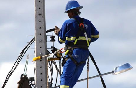 Coelba interrompe fornecimento de energia em partes do Pontal.