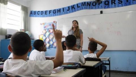 Concurso para quase 4 mil profissionais da Educação.