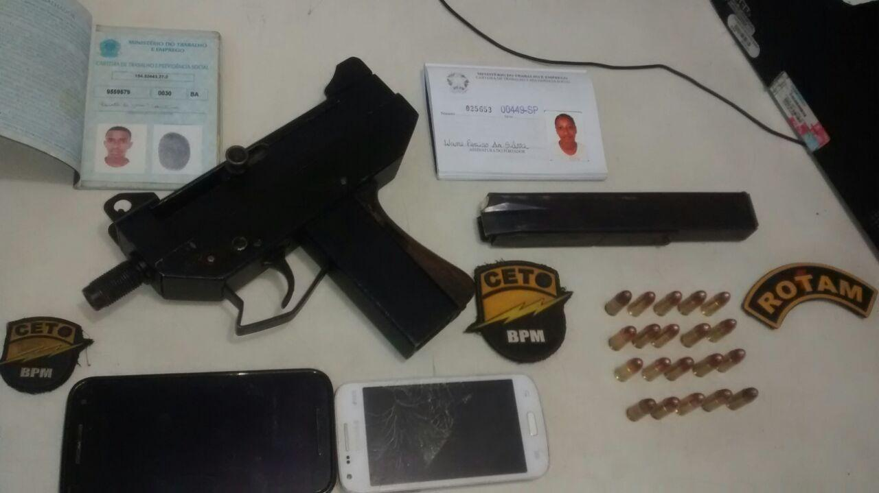 Policiais encontraram arma numa casa no Loteamento Gegéu Rocha. Imagem: Polícia Militar.
