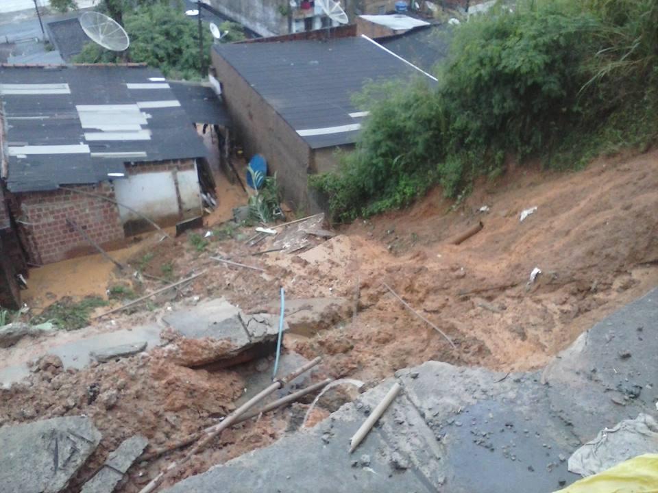 Deslizamento no Alto do Amparo. Foto: Cátia Santos.