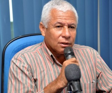 Ex-prefeito Nilton Azevedo.