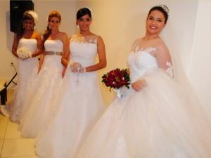 Belíssimas noivas usando modelos da Savastano