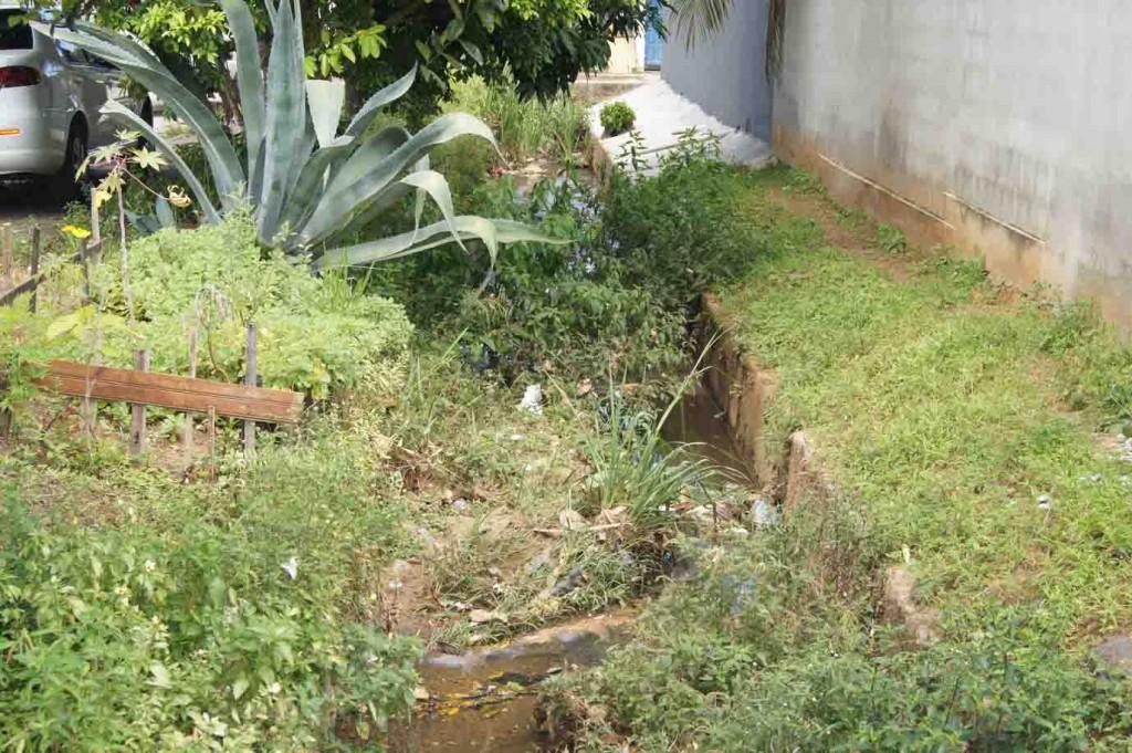 Talvez, devido a uma denúncia, o canal foi abandonado pela secretaria de serviços urbanos.
