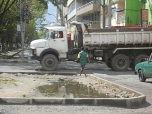 Trecho inacabado da passarela. Imagem: Gabriela Caldas/Blog do Gusmão