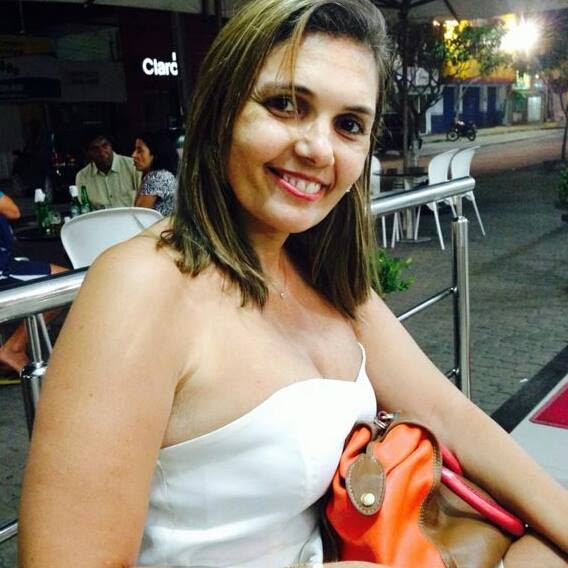 A enfermeira Andréa Leal é muito querida por toda comunidade do bairro Luis Viana Filho, em Itapé.