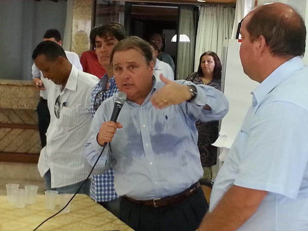 Geddel anuncia o possível fim da aliança nacional entre PT e PMDB.
