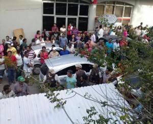 Aglomeração de pessoas no momento do acidente Imagem: Gabriela Caldas/Blog do Gusmão