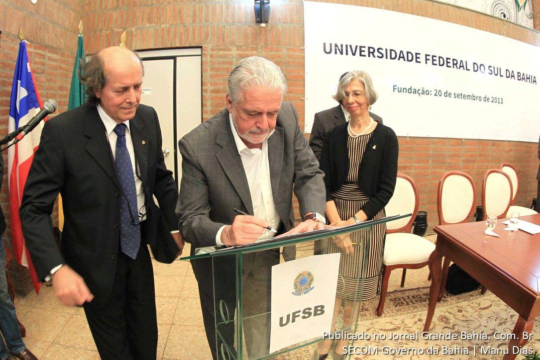 Professor Naomar Almeida, Reitor da UFSBA, e o governador Jaques Wagner. Foto: Manu Dias.