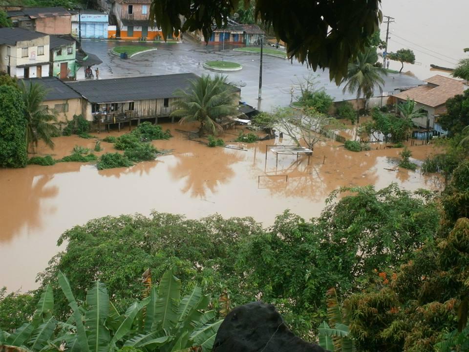 As águas começaram a invadir a cidade na sexta-feira (20). Foto: Blog Circuito 10.