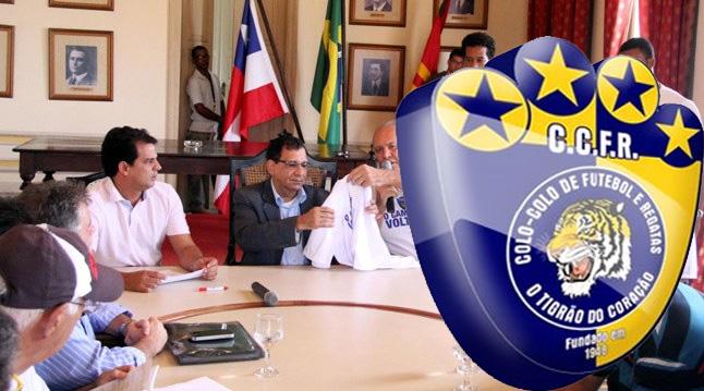 O prefeito driblou a verdade para sair na foto. Imagem: Gidelzo Silva.