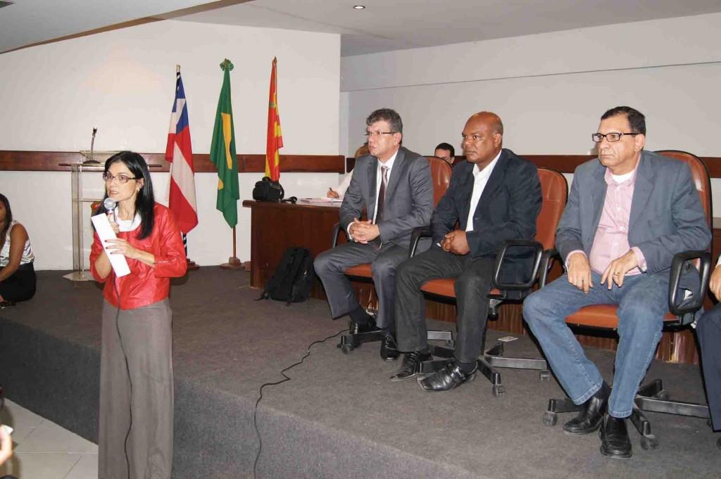 Promotora Karina Cherubini explicou a função do MP Estadual, durante a reunião no auditório da Justiça Federal, no dia 20 de julho desse ano. Imagem: Emílio Gusmão.