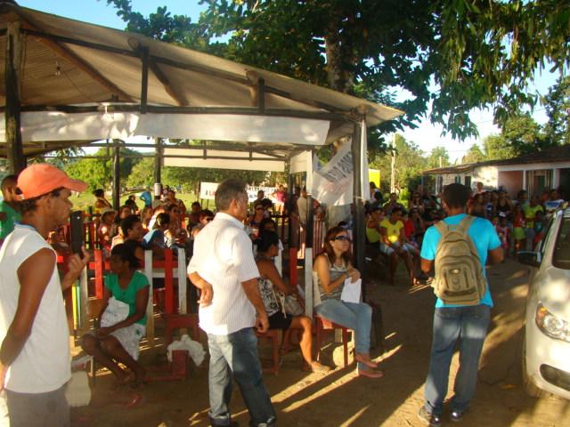 Pais de alunos protestaram na comunidade da Lagoa Encantada. Foto: Ed Camargo.