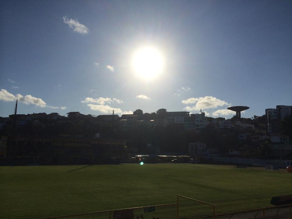 Colo-Colo e Jequié se enfrentam neste sábado 12. Imagem do Estádio Mario Pessoa registrada no intervalo  do jogo por Emílio Gusmão.
