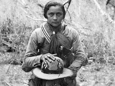 Há 103 anos, no dia 8 de março, Maria Bonita nasceu. Evocar essa lembrança com respeito é a homenagem do Blog do Gusmão às mulheres. Fonte: Cultura Viva Pernambuco.