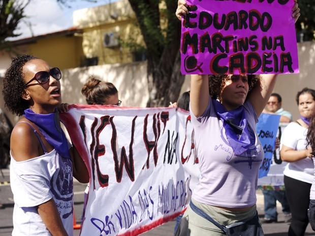 Mulheres protestam contra os acusados. Foto: Maíra Guedes /  Marcha Mundial das Mulheres.