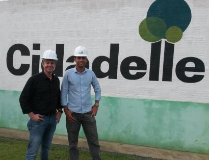 O cliente Luis Tonim e o engenheiro Rodrigo Belchior.