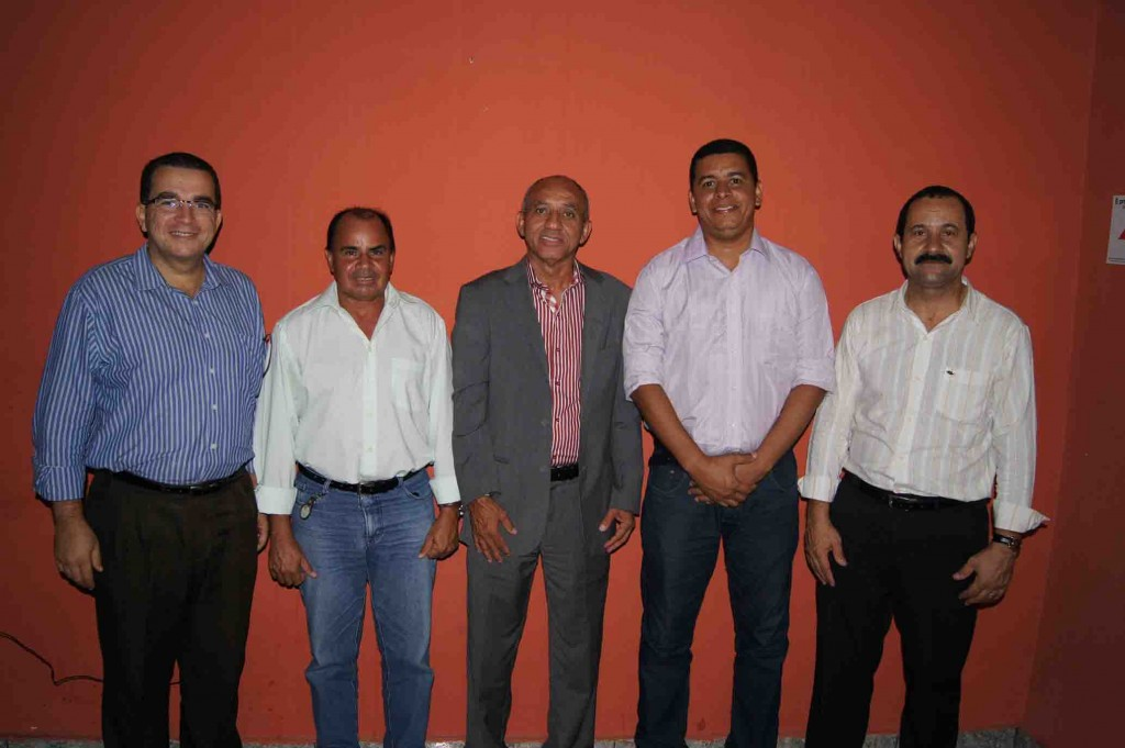 PSC seguirá o caminho da unidade. Osny Santos (1º secretário estadual), Roque do Sesp (vereador), Eliel Santana (presidente estadual), Fabio Magal (vereador) e Jorge Mendes (secretário geral do PSC).