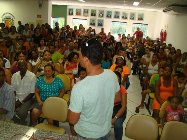 Os responsáveis pelos alunos da rede municipal lotaram a Câmara de Ilhéus.