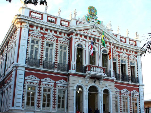 O Palácio Paranaguá fica no centro de Ilhéus - Praça J.J. Seabra. Foto: Alfredo Filho.