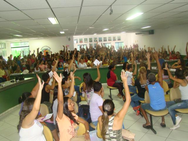 """Segundo os professores, o Governo Jabes trata a educação com """"descaso""""."""