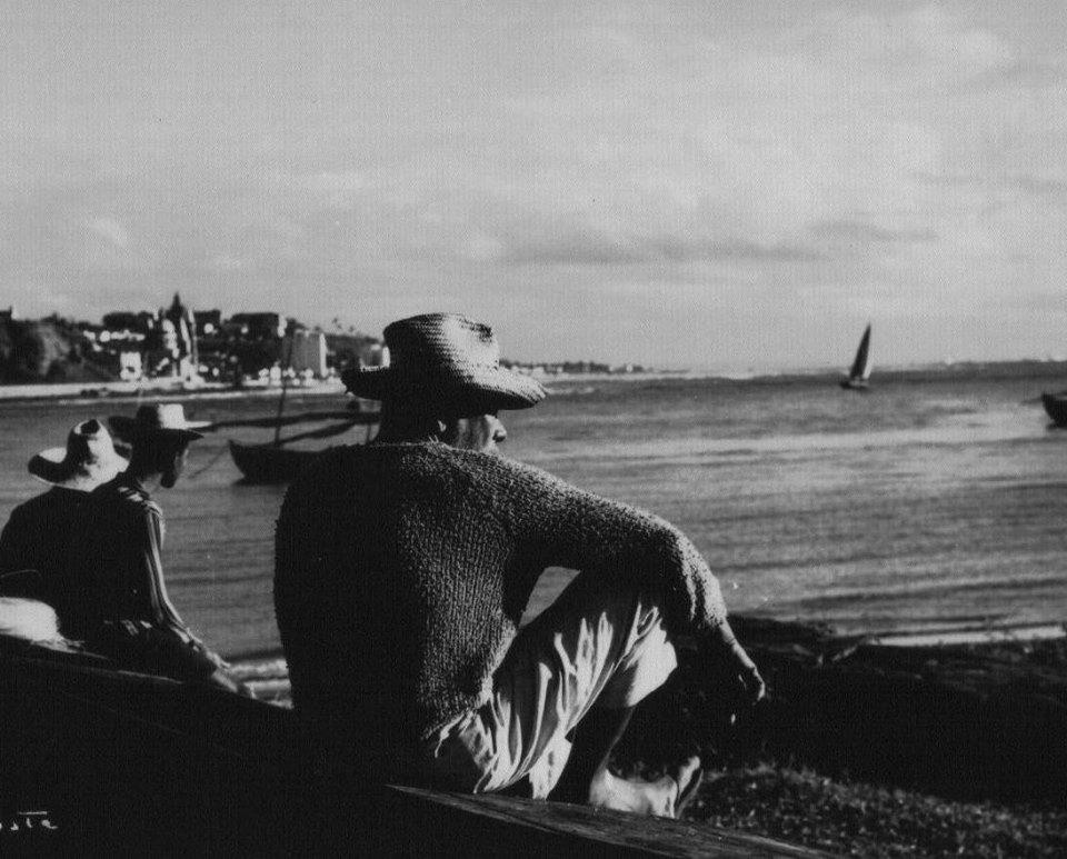Pescadores na praia do Morro de Pernambuco. Imagem do acervo de José Rezende Mendonça.