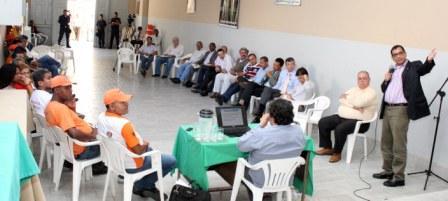 O prefeito se reuniu com os servidores nessa terça-feira. Foto: Gidelzo Silva.