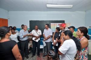 Vane e secretários do governo visitam o bairro Nova Ferradas.