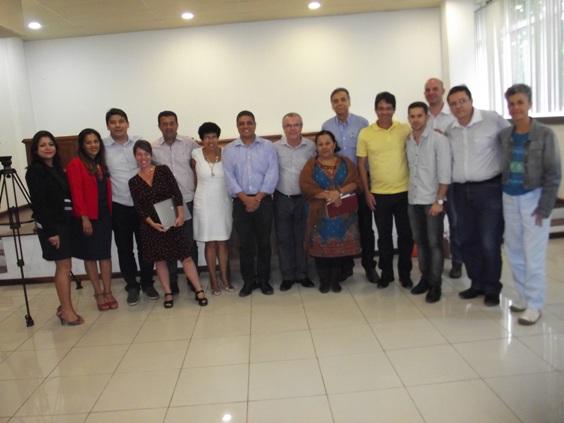 Prefeitos e secretários acompanharam a apresentação. Imagem: Amurc/secom.