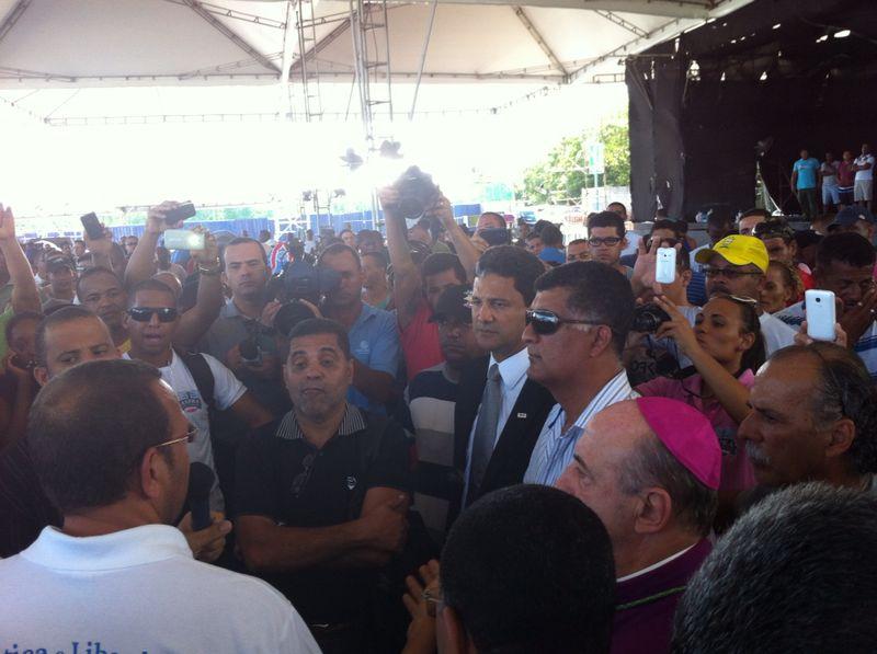 Prisco e outros dirigentes estão reunidos com os policiais em Salvador. Foto: Bocão News.