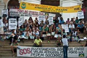Protesto durante audiência do Porto Sul em Ilhéus.