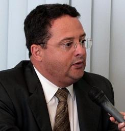 Renam Araújo.