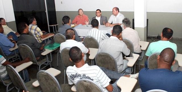 Jabes se reuniu com administradores de bairros ilheenses. Foto: Gidelzo Silva.
