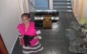 Mulher flagrada no Condomínio Vale das Pedras. Imagem: Plantão Itabuna