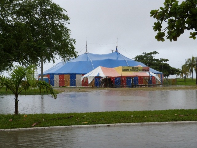 A precariedade do sistema de escoamento agravou os efeitos da chuva na Tenda. Foto: Karoline Vital.